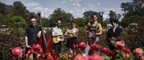 La Familia de Ukeleles: Fiesta Floreada y Hawaiana
